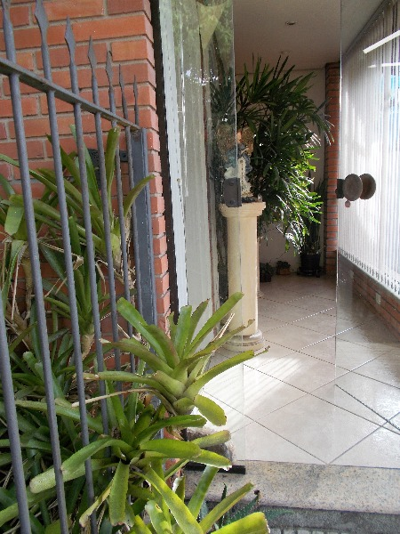 Casa no Santa Mônica com possibilidade de adaptação para espaço comercial.