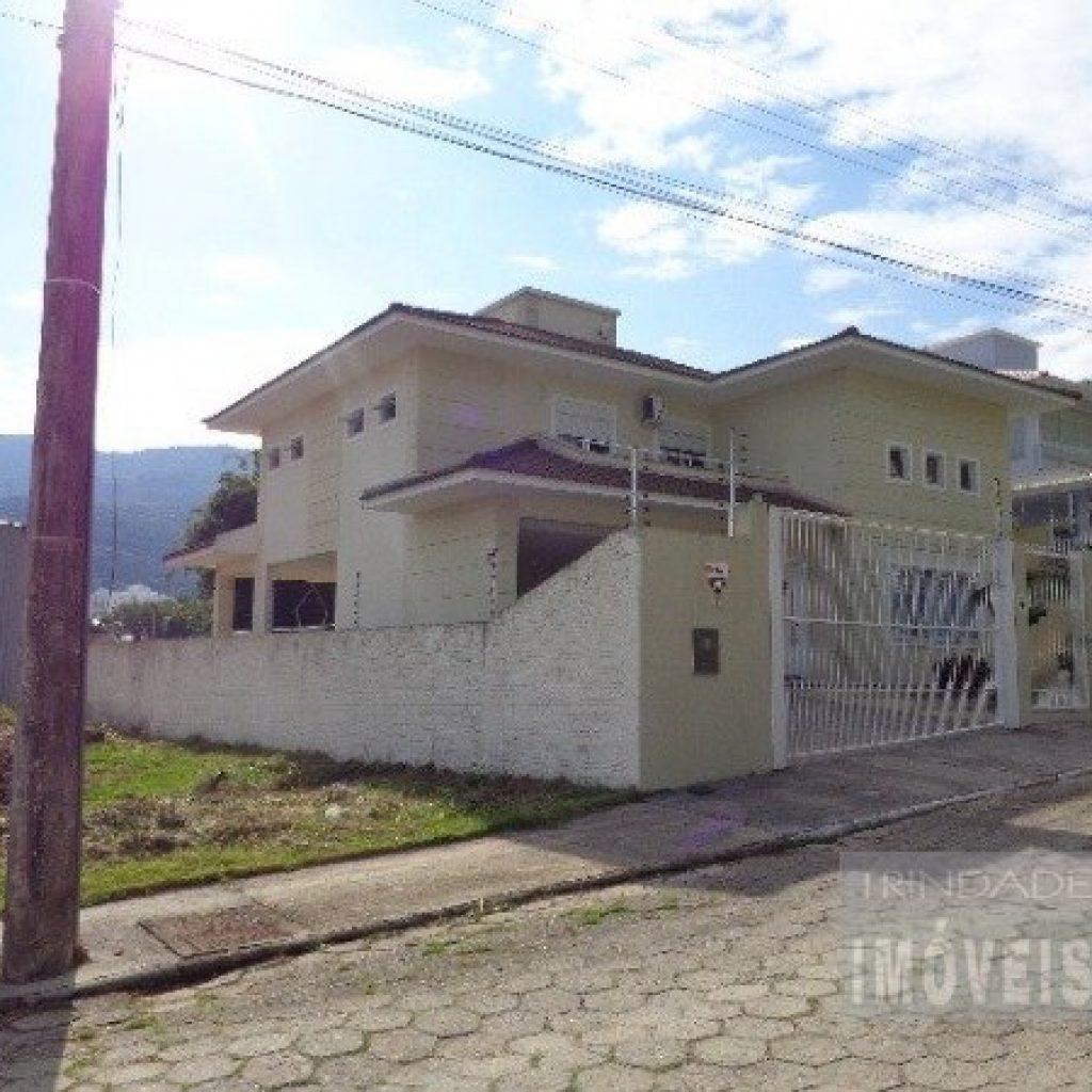 Casa alto padrão 3 suítes no Córrego Grande