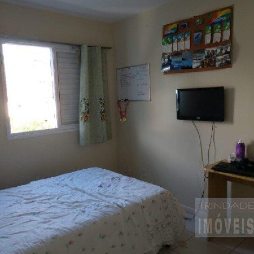Apartamento 2 dormitórios  sendo uma suíte, 2 vagas de garagem a pouco metros da UFSC