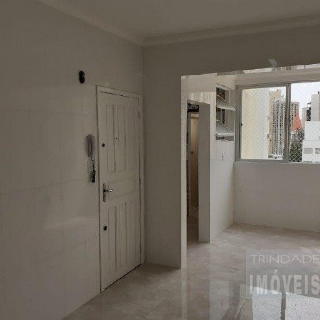 Amplo apartamento de 3 dormitórios com suíte no centro de Florianópolis
