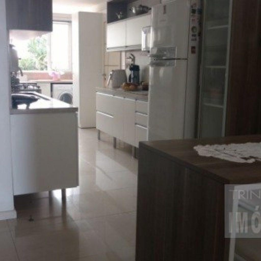 Apartamento com 4 dormitórios em frente á Beira Mar