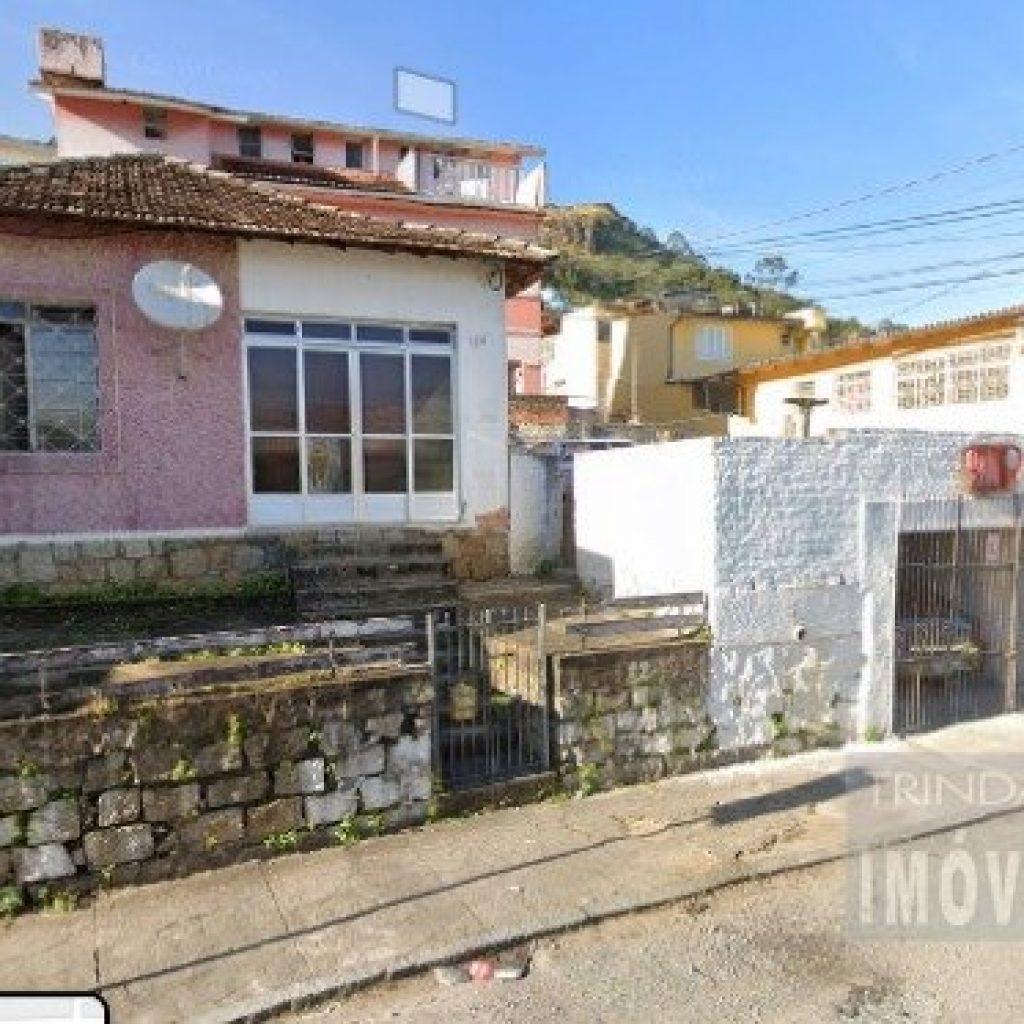 Casa no centro de Florianópolis precisando de reparos